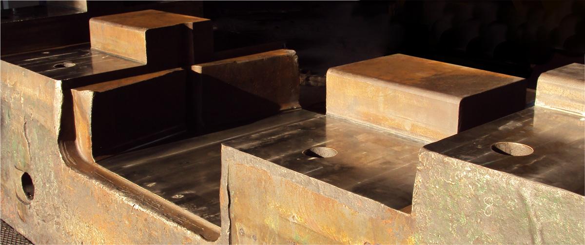 Moulding press planarity restoration.