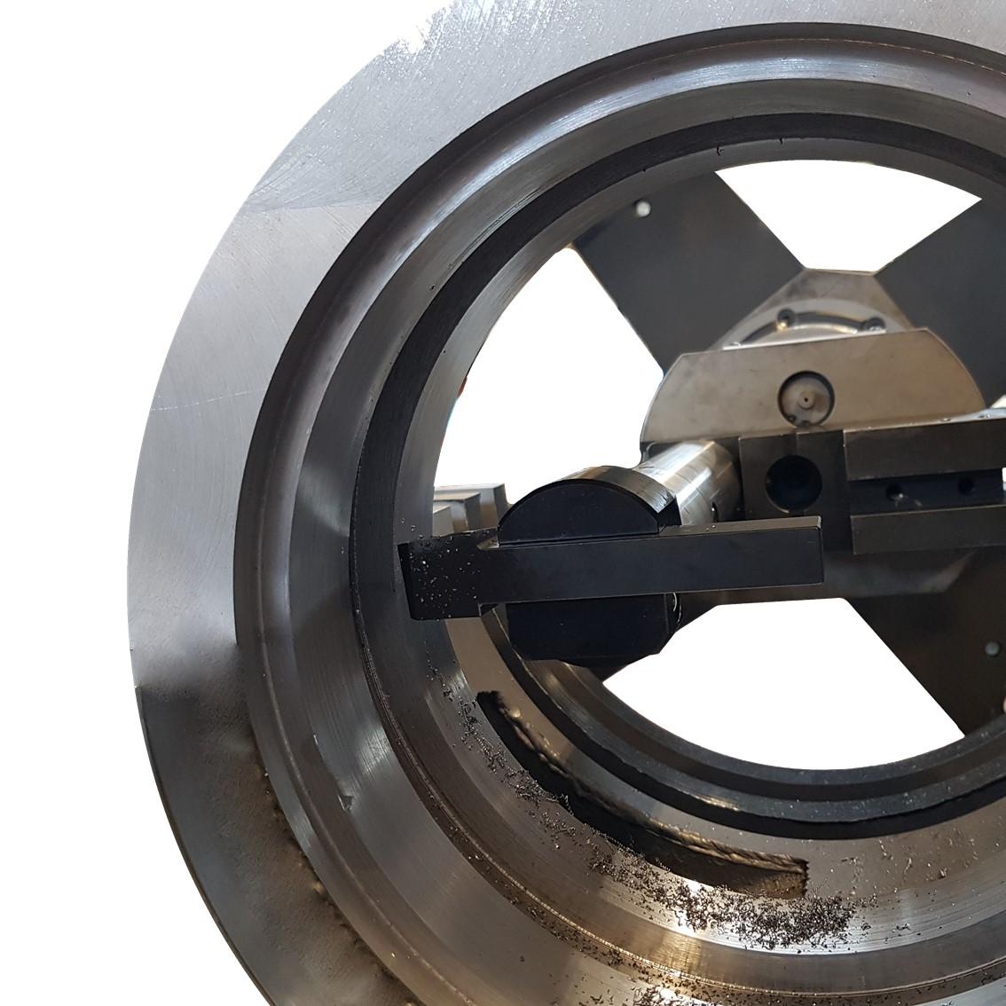 Servizio di Ripristino della Geometria di Superfici Metalliche Cilindriche